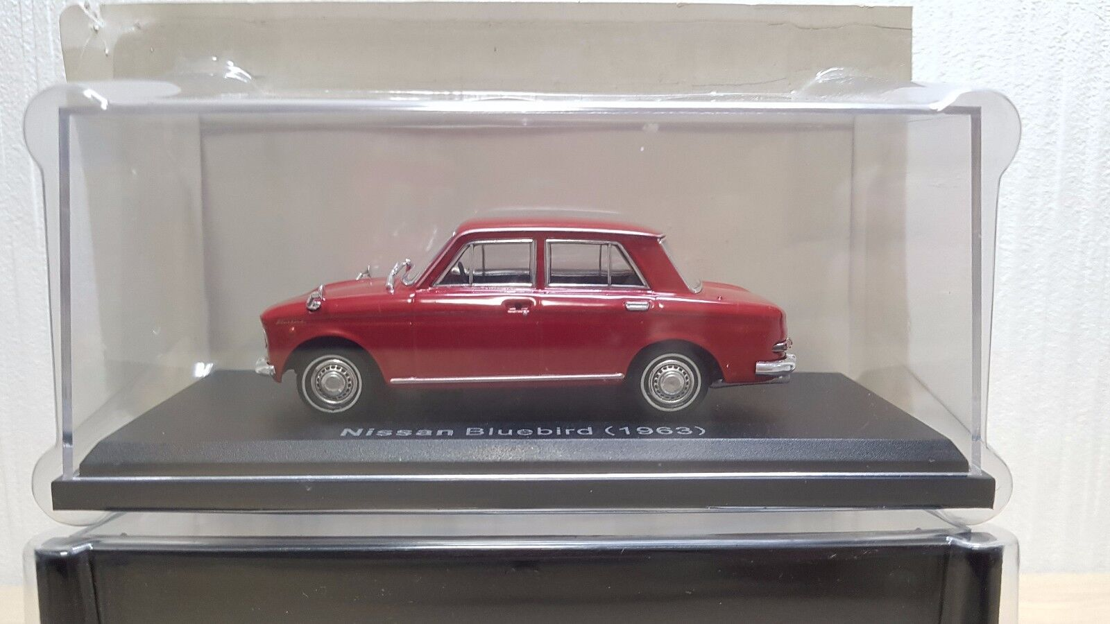1 43 Norev 1963 Nissan Nissan Nissan azulbird rojo Diecast Modelo de Coche Nuevo b1f1ba