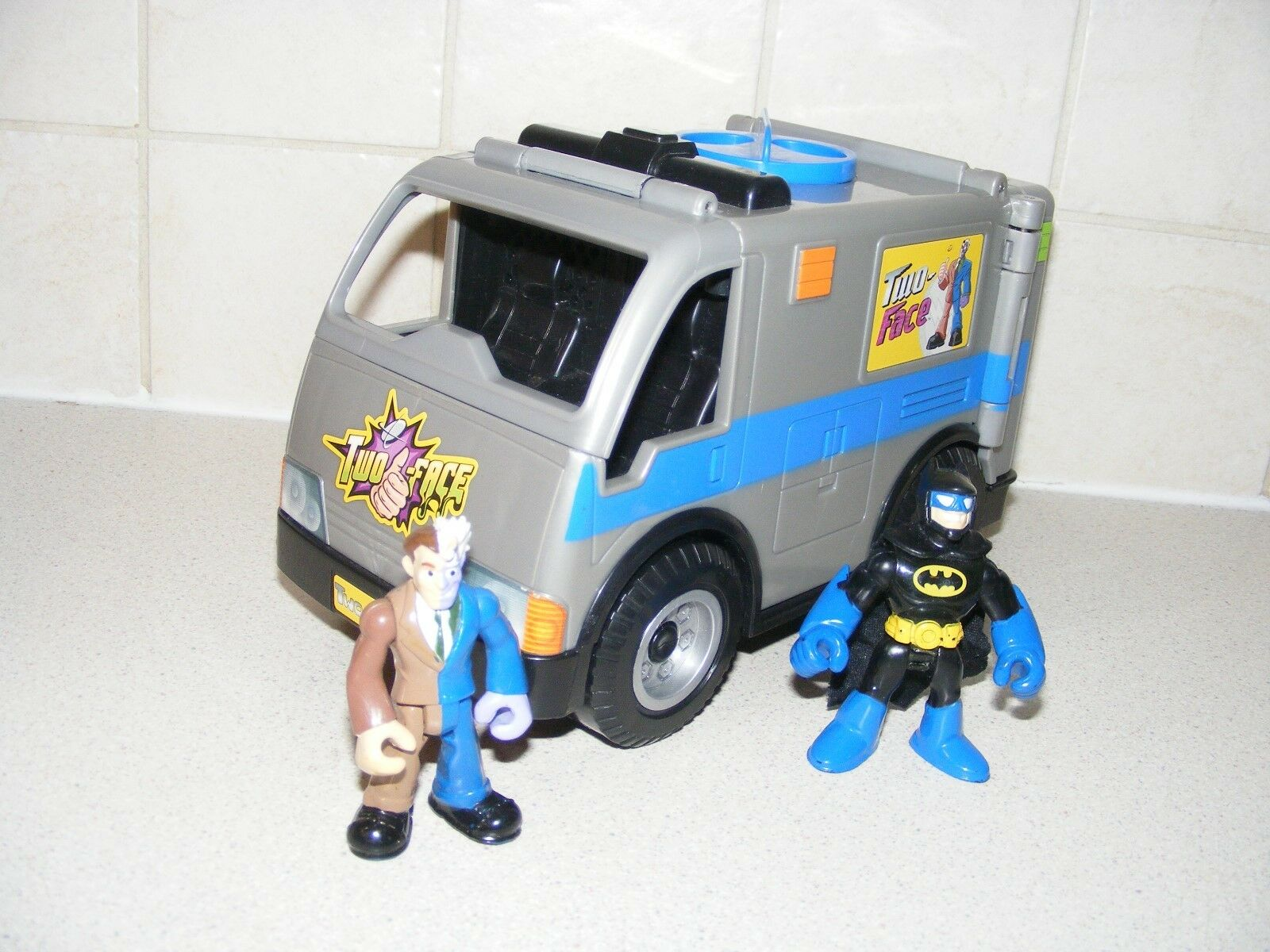 IMAGINEXT BATMAN. TWO FACES VAN WITH  FIGURES