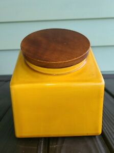Vintage-Mid-Century-GOLD-Mustard-Hyalyn-Kitchen-Canister-Wooden-Top-6-034-tall