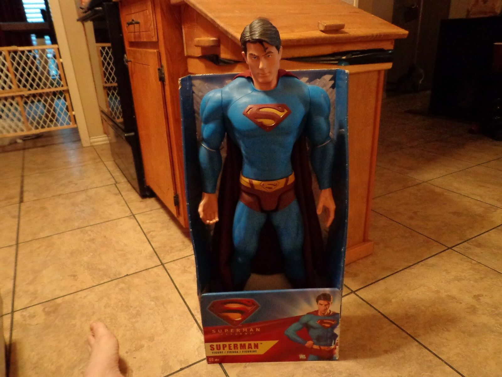 2006 MATTEL--SUPERMAN RETURNS MOVIE--30  SUPERMAN FIGURE (NEW)
