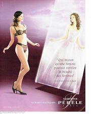 PUBLICITE ADVERTISING 116  2002  Simone Perèle soutien gorge sous vetements