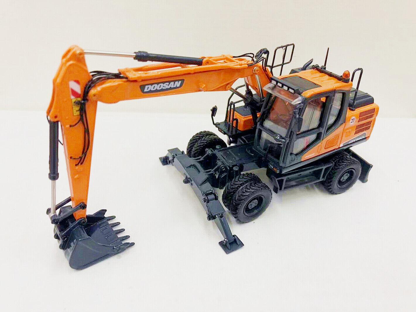 Universal hobbies 1 50 Doosan DX140W Wheeled Excavator Diecast Model UH8108