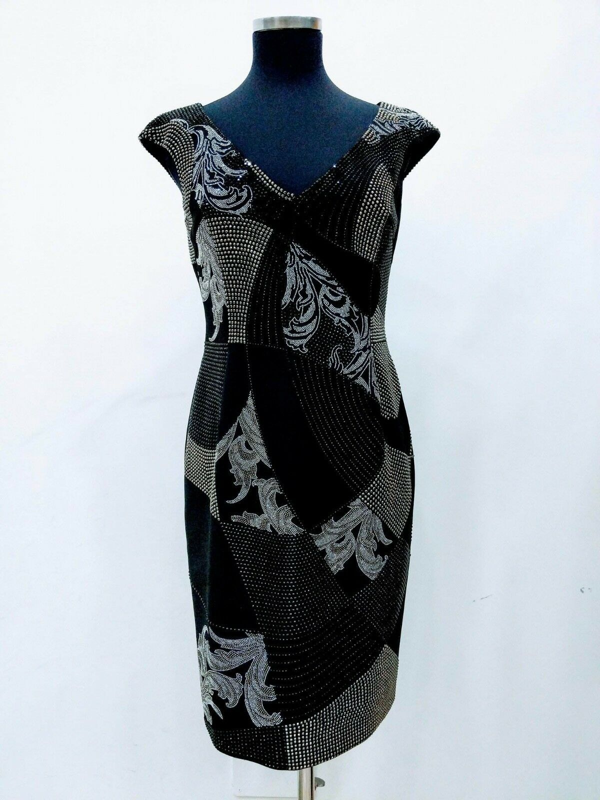 Neuf avec étiquettes collection VERSACE Baroque cloutées gaine robe made in  Diamond 10 US
