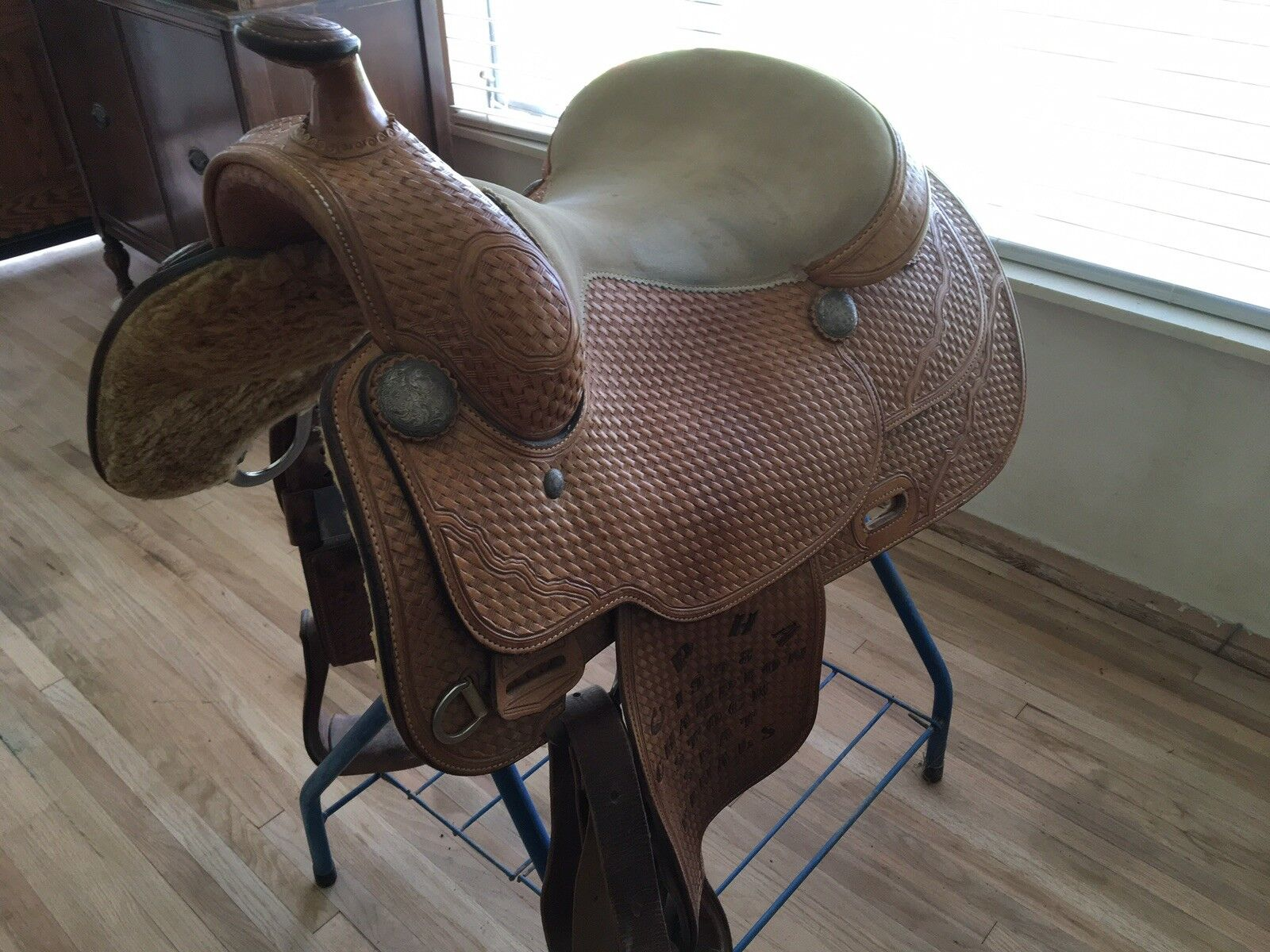 Broken Horn Show Saddle 15 Inch Excellent Condition
