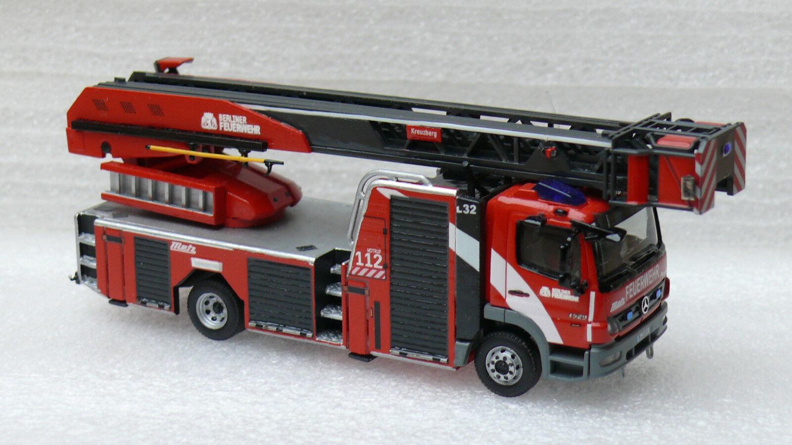 Pompiers Berlin prescripteurs 23-12 Mo Atego 1529 F construction Metz  l32  Corporate Design h0