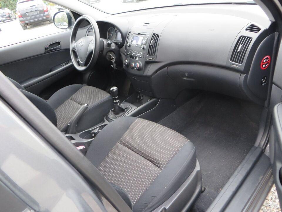 Hyundai i30 1,6 CRDi 90 Classic CW Diesel modelår 2008 km