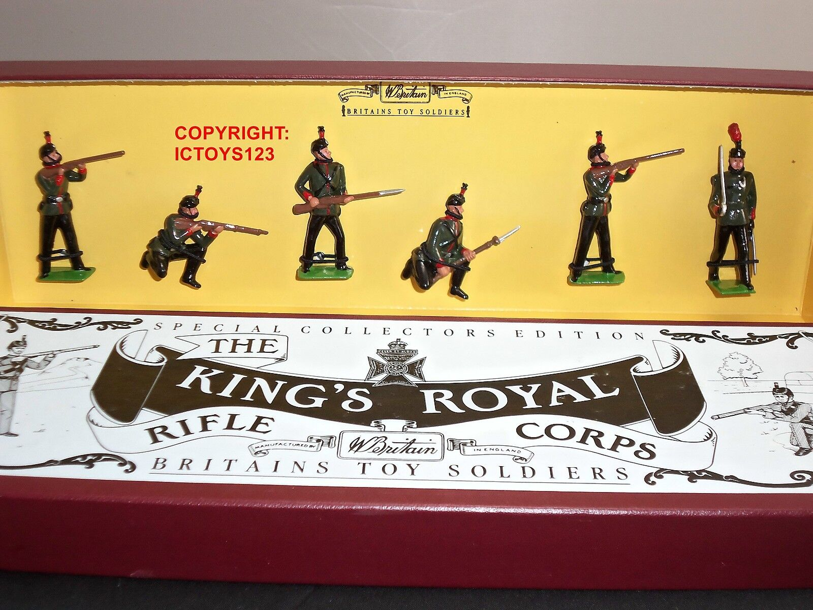 BRITAINS 8822 KINGS OWN ROYAL RIFLE CORPS METAL TOY SOLDIER FIGURE SET
