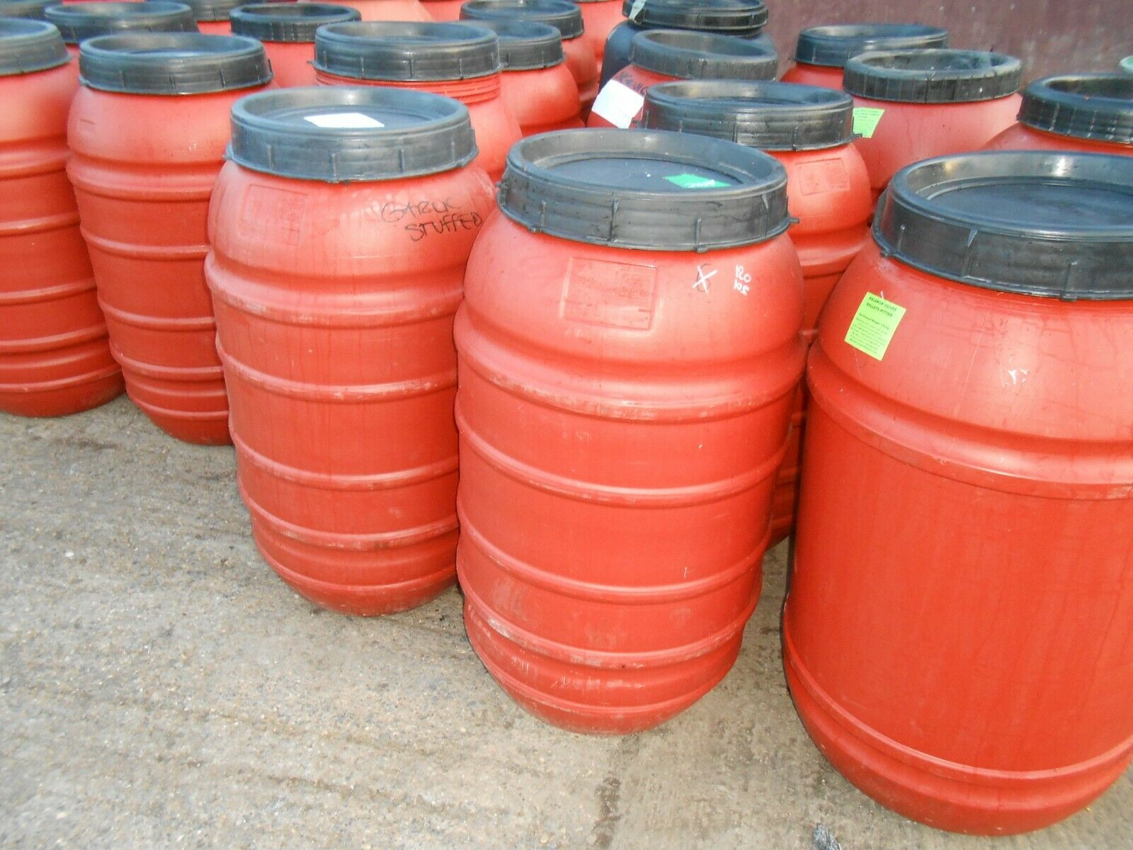 Plastic Barrel, Water Butt, with Lid, Feed Bins 220ltr COLLECTION ONLY