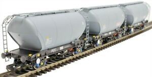 Accurascale-2023STS-D-00-gauge-triple-pack-PCA-Bulk-Cement-Wagons-039-STS-039