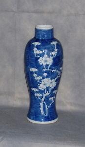 Antique Chinese Blue /& White  Vase