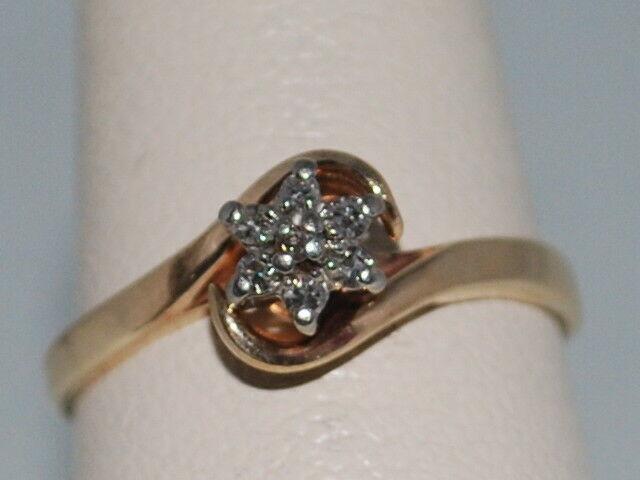10k gold ring with diamonds and flower design