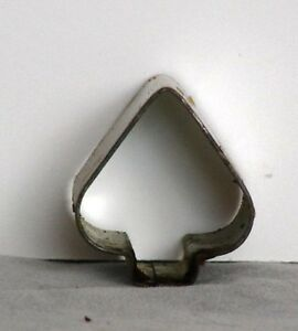 Vintage mini metal short wide spade cookie pie crust for Mini canape cutters