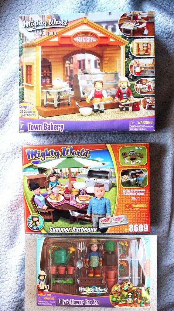 LOT 3 MIGHTY WORLD  TOWN LIFE (BAKERY, BARBEQUE & LILLY´S FLOWER GARDEN). BNIB