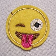 PATCH écusson APPLIQUE thermocollant - SMILEY CLIN D'OEIL TIRE LANGUE * 4,5 cm *