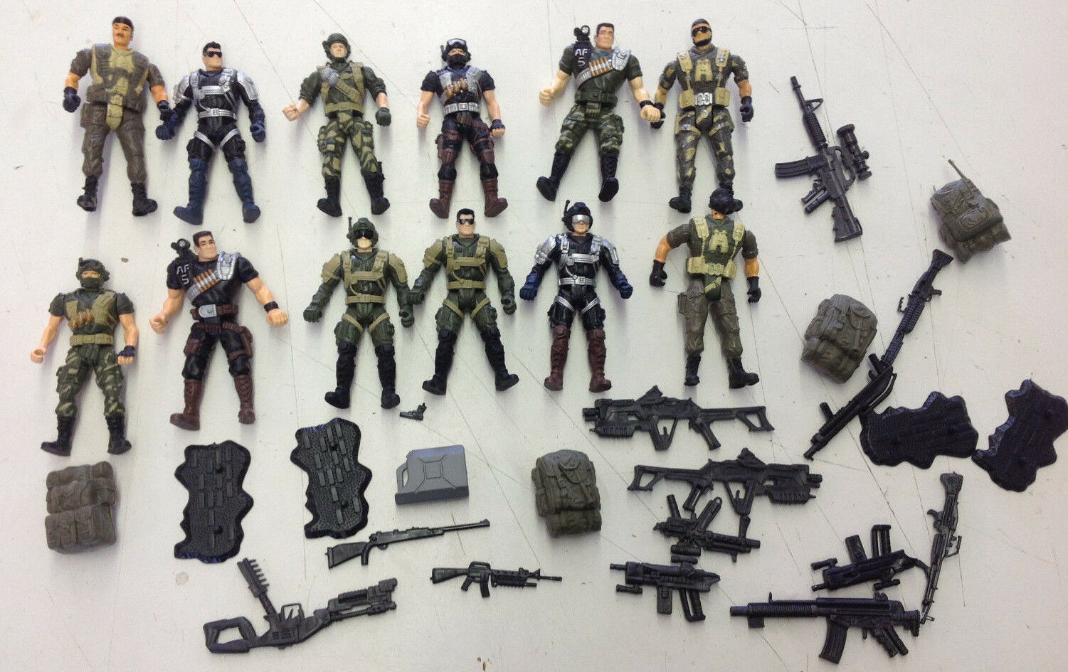 HK Design - CHAP MEI Army Action 3.75 Figure Lot W/ Accessories  See Pics