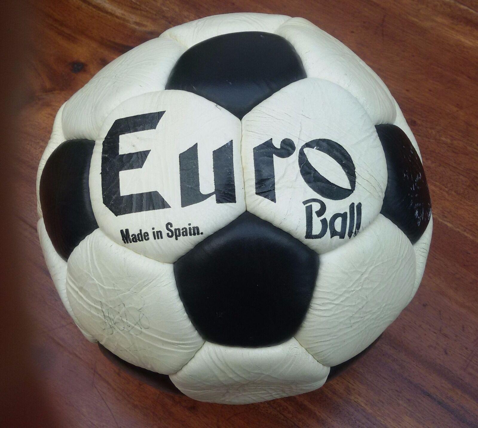 Balón firmado a mano mano mano por los jugadores del Elche temporada 1981-82  contador genuino