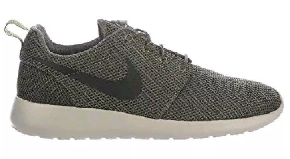 NIKE  Men's Roshe One Nylon Running shoes  low-key luxury connotation