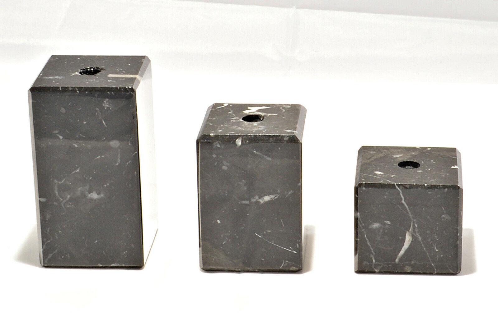 verschiedene Größen schwarze Marmorsockel mit Lochbohrung Kanten abgeschrägt