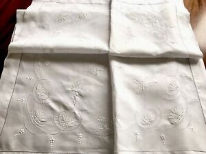 VINTAGE-HAND-EMBROIDERED-WHITEWORK-LINEN-034-Butterflies-034-TABLECLOTH-45x45-INCHES