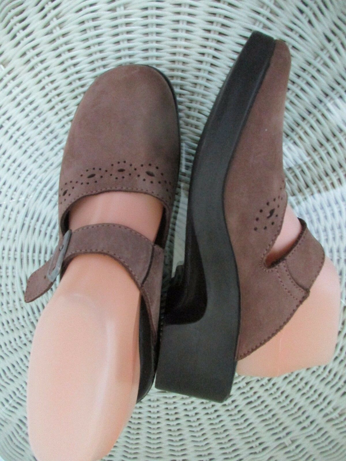 Fly Flot Sz 39 (US 8.5) M Brown Leather Clogs Mules 2  Heels Anti-Shock