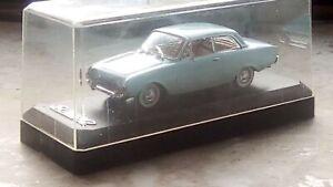 modellautos1-43-Ford-Taunus17m-Badewanne1960-Baby-Blau-Luxus-Modell-Sehr-Selten