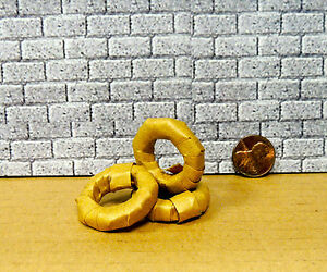 THREE WRAPPED TIRES GARAGE ACCESSORIES FOR DIORAMA 1:24 (G) Scale