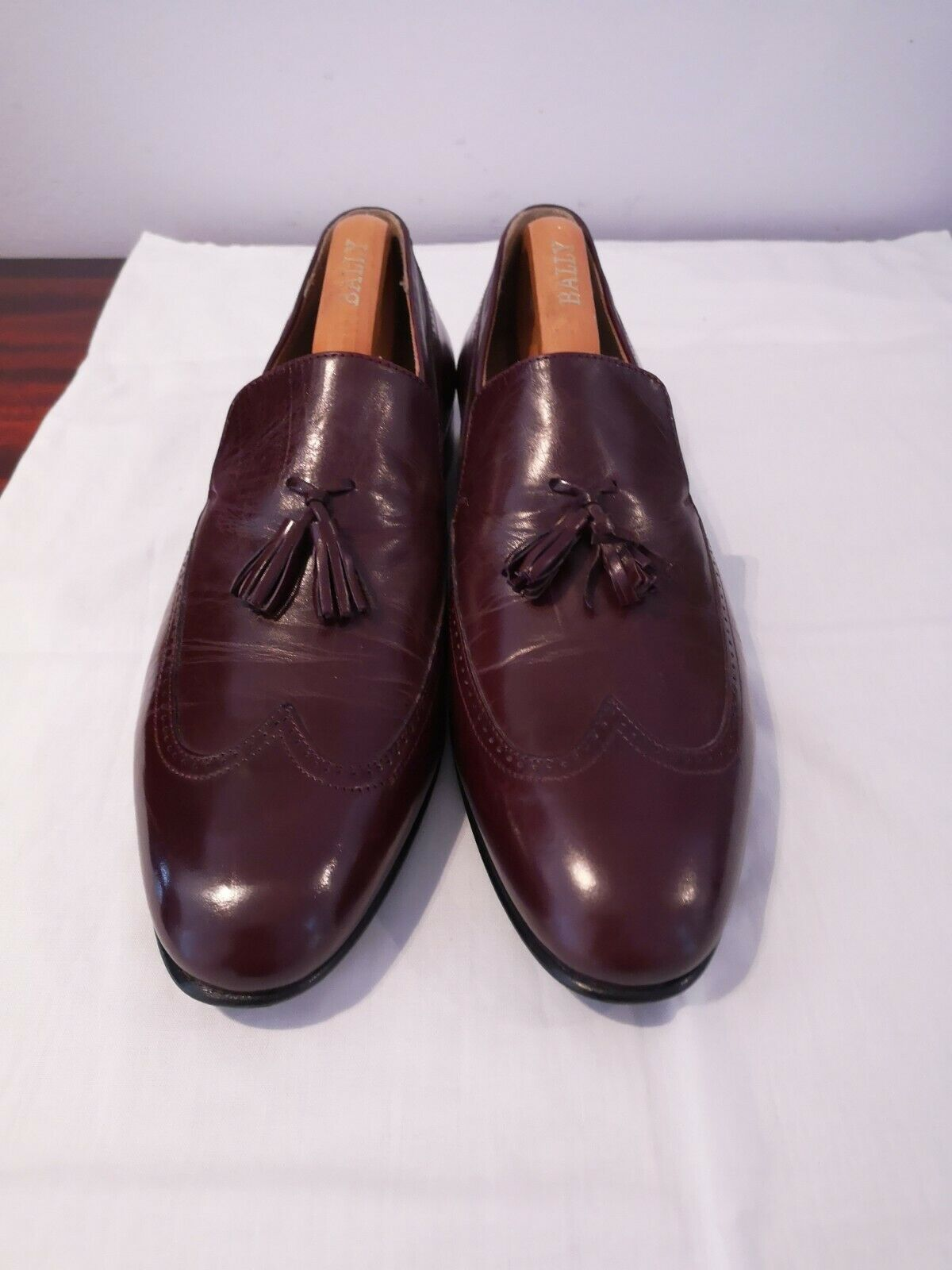 Para hombres de Mocasín Zapatos BALLY rojizo con borlas. Ajuste Estrecho.