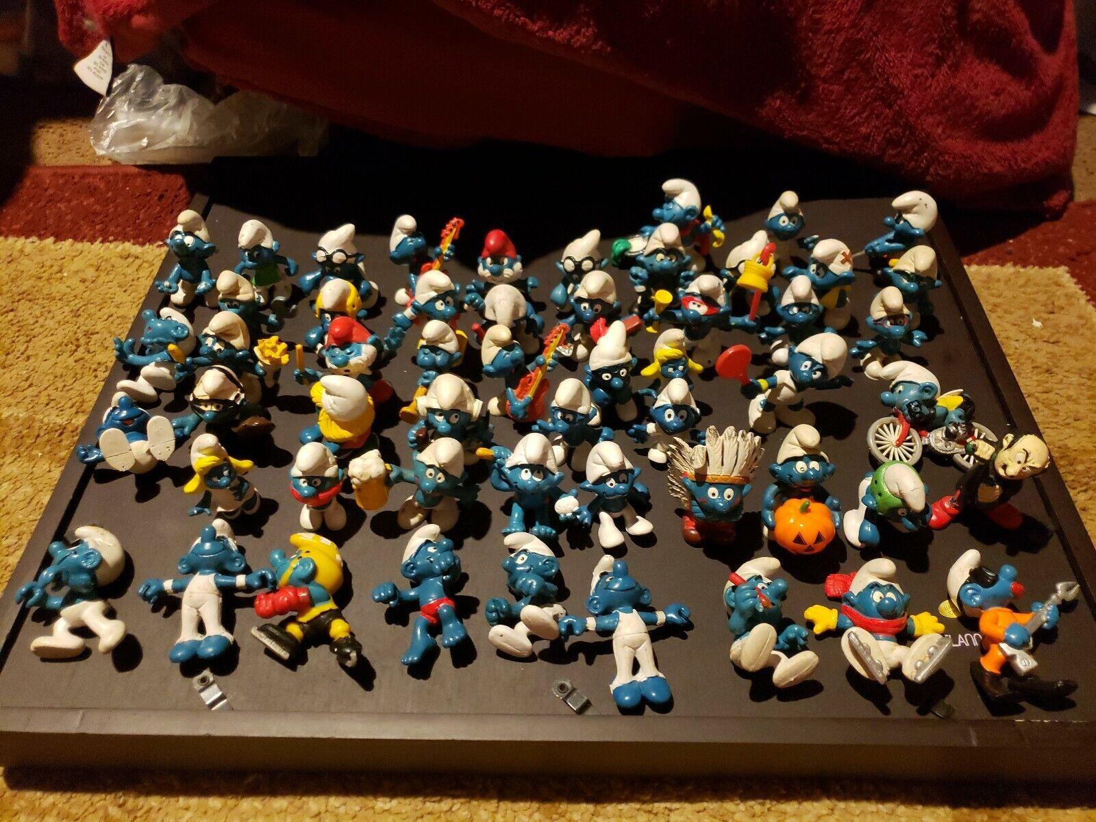 Lot av 54 årgång Smurfer 1980 -talet PVC 2 65533;'Dråp 65533; Figures Schleich Peyo leksaker m.m.
