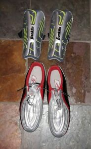 Mens-sz-11-5-Reebok-Gray-Red-Soccer-Cleats-Shoes-RB-401-KTS-w-shin-guards-NICE
