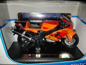 Moto-Yamaha-YZF-R7-Arancione-Scala-1-18-Die-Cast-Maisto-Nuova