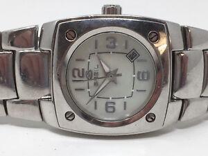 Breil-Damenuhr-mit-Datum-Stahl-29x28mm-Perlmut-Zifferblatt