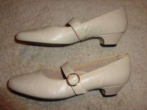JOHISISIS Off WHITE SHOES WOMENS SIZE 6 AAA