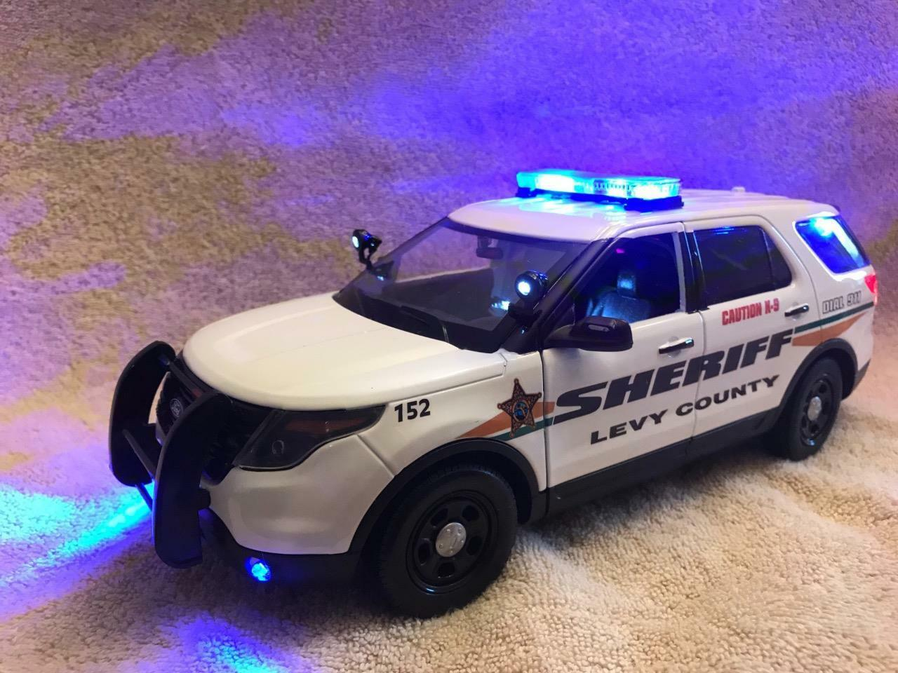 1 18 Scale Diecast Levy County Sheriff K9 Ford Sport Utility Vehicle with Working Lights et sirène