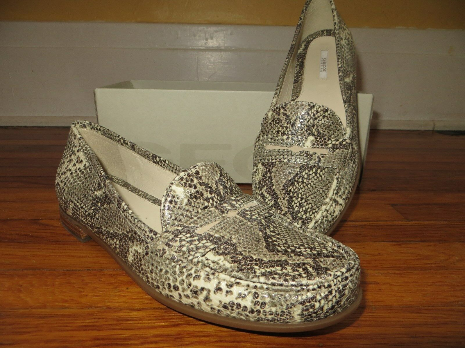 negozio online NIB NIB NIB NEW Geox Respira Loafers Donna  Snake Design Leather Moccasins scarpe 9.5 US  più ordine