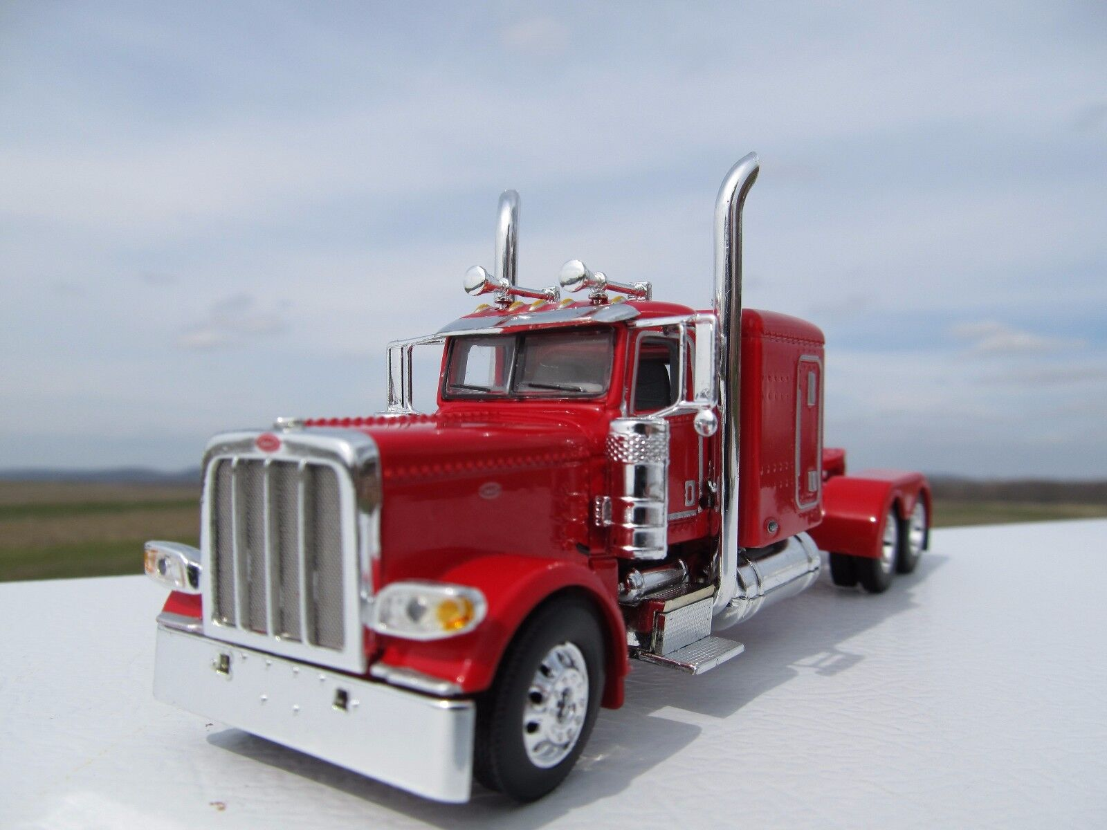 Dcp Escala 1 64 389 Peterbilt 63  Bunk (cabina de día optar) rosso