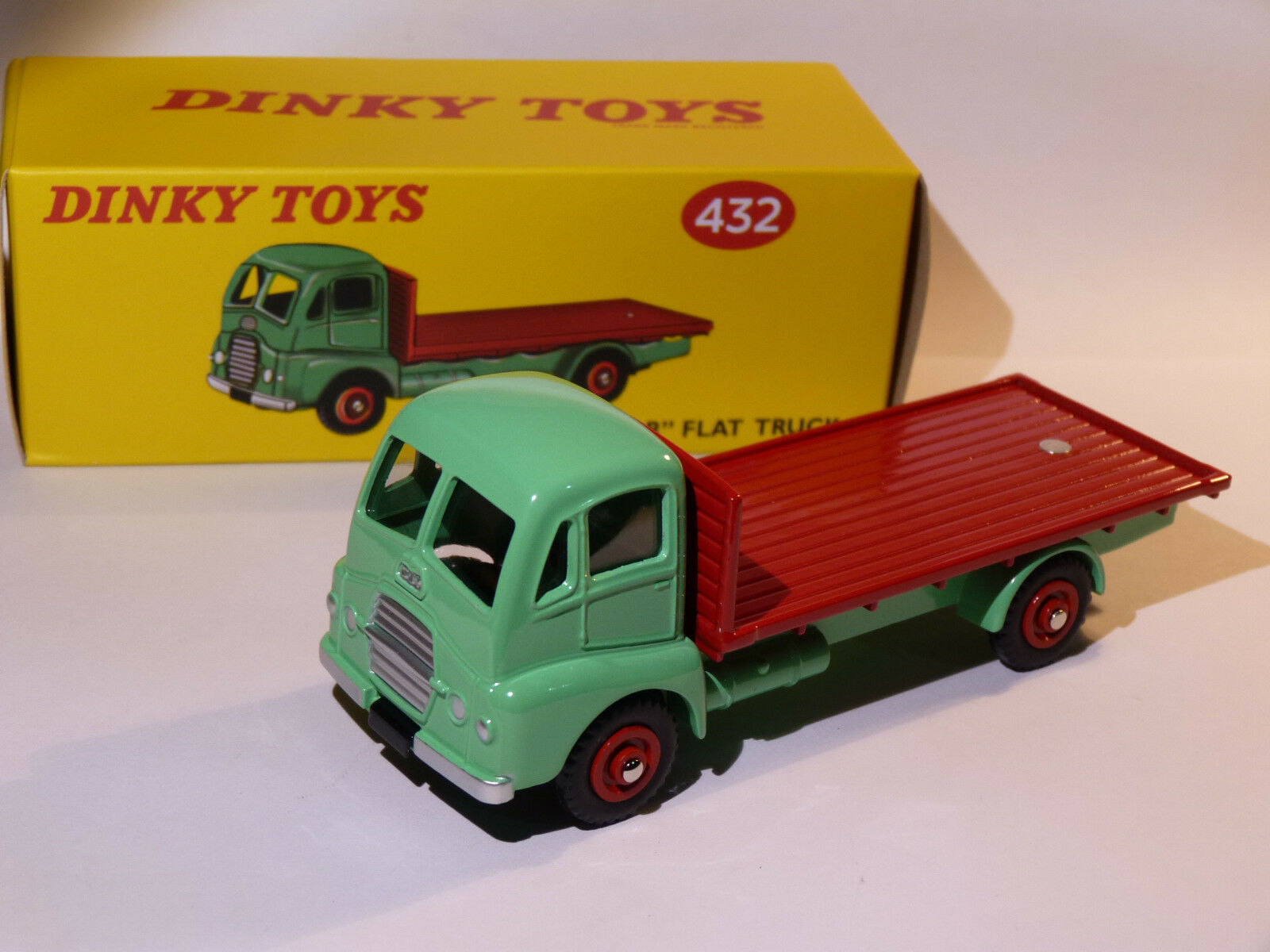 Camion GUY Warrior plateau - ref 432 de dinky toys atlas