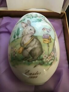 Noritake-1999-Mint-Collectible-Egg-Easter-Bunny-and-Bird-with-COA-Stand-amp-Boxes