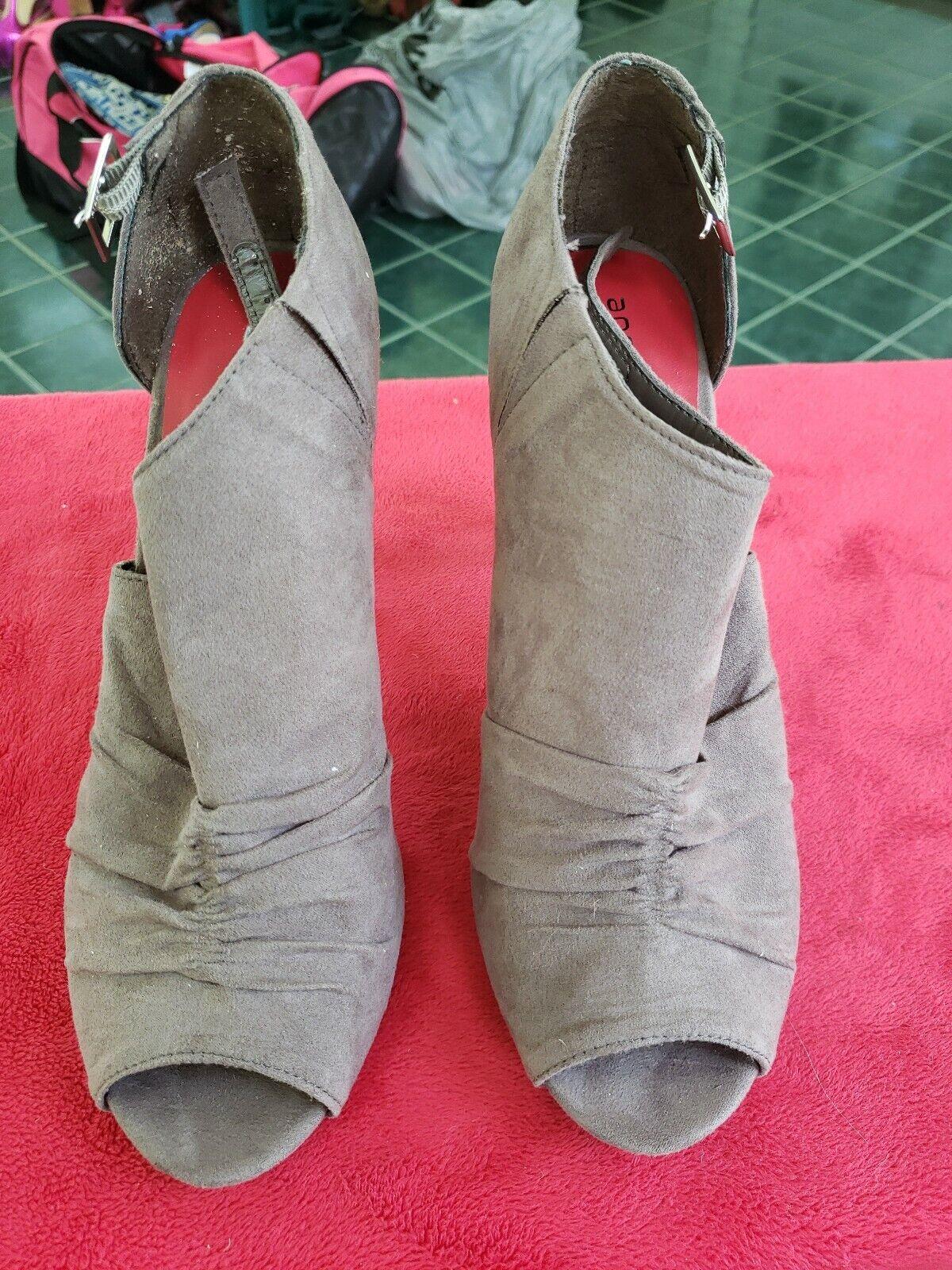 Ann Marino Gray Fabric High Heel Open Toe Pumps Size 8.5