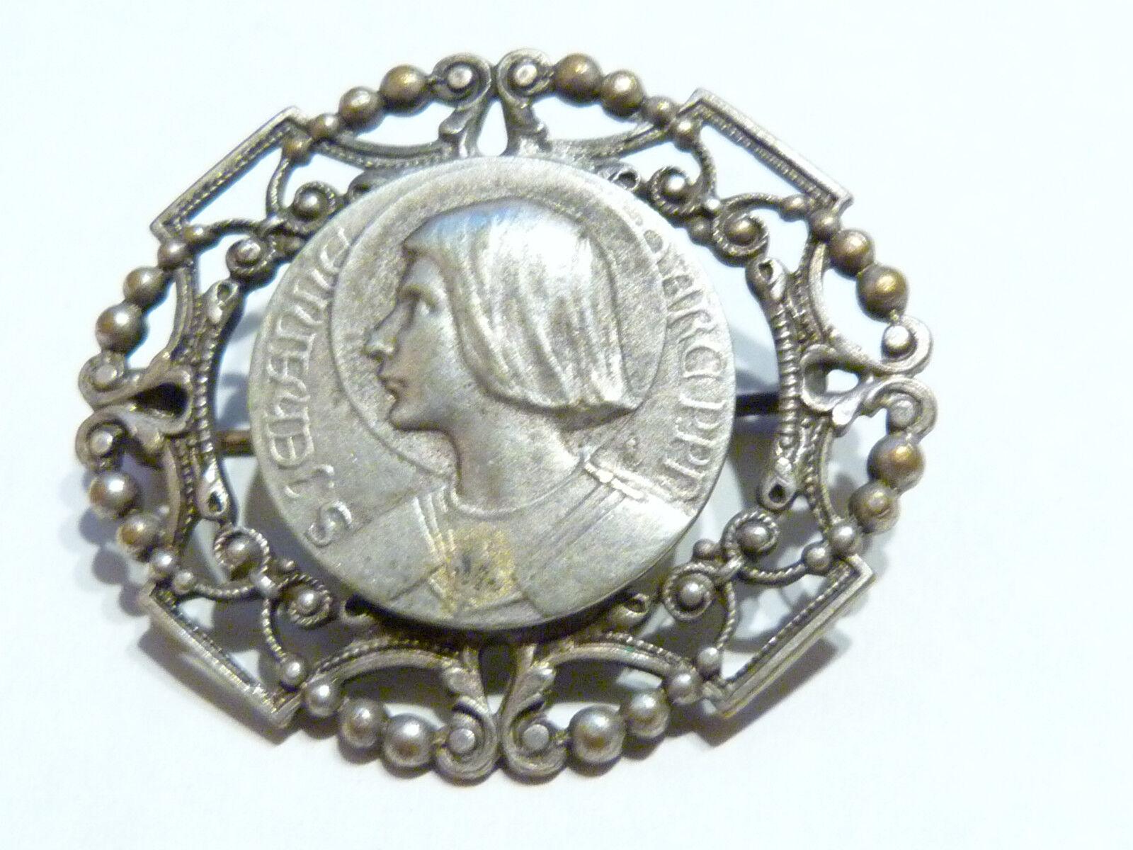 Broche Jeanne d'Arc3,4cm sur 2,8cm