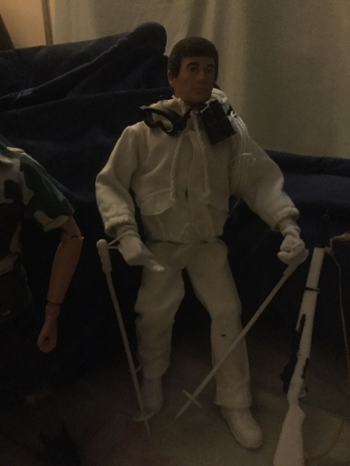 1964  GI joes with orinal gear in great condition htf out fits. One Joe that talk  risparmia fino al 70% di sconto