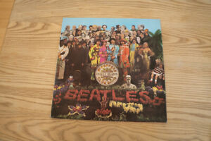 Beatles Sgt Pepper's Lonely Hearts Club original Y/B UK MONO LP NM- first press