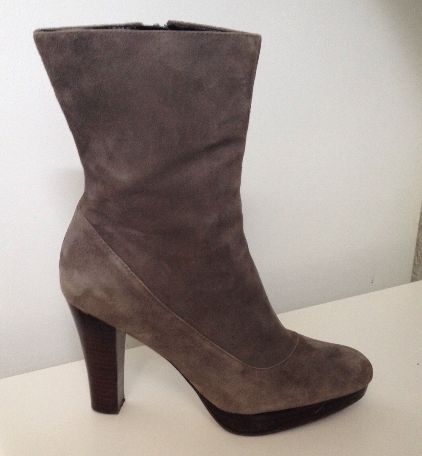 Nine Boots West Woman's Gray Suede Boots Nine - Size 7 f493f0