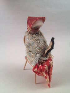 VINTAGE-DOLLHOUSE-MINIATURE-GRANNY-ELDERLY-WOMAN-SITTING-ON-CHAIR-READING-A-BOOK