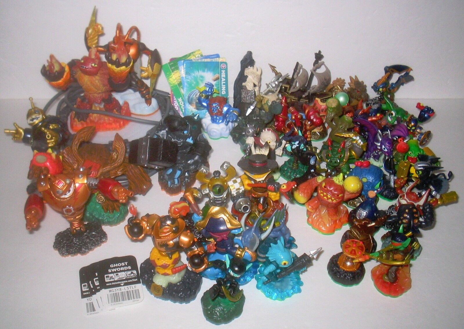 BUNDLED LOT Mattel ACTIVISION SKYLANDER FIGURES