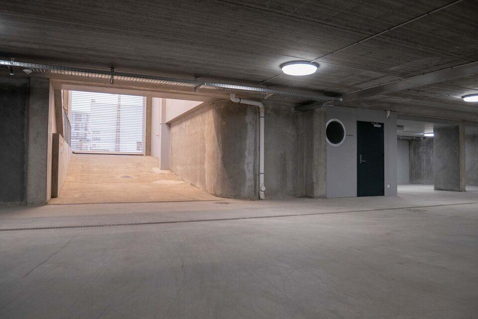 20 parkeringspladser til leje i aflukket p-kælder
