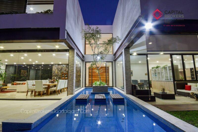 Residencia de Lujo con Alberca Moderno Contemporáneo en Valle Real