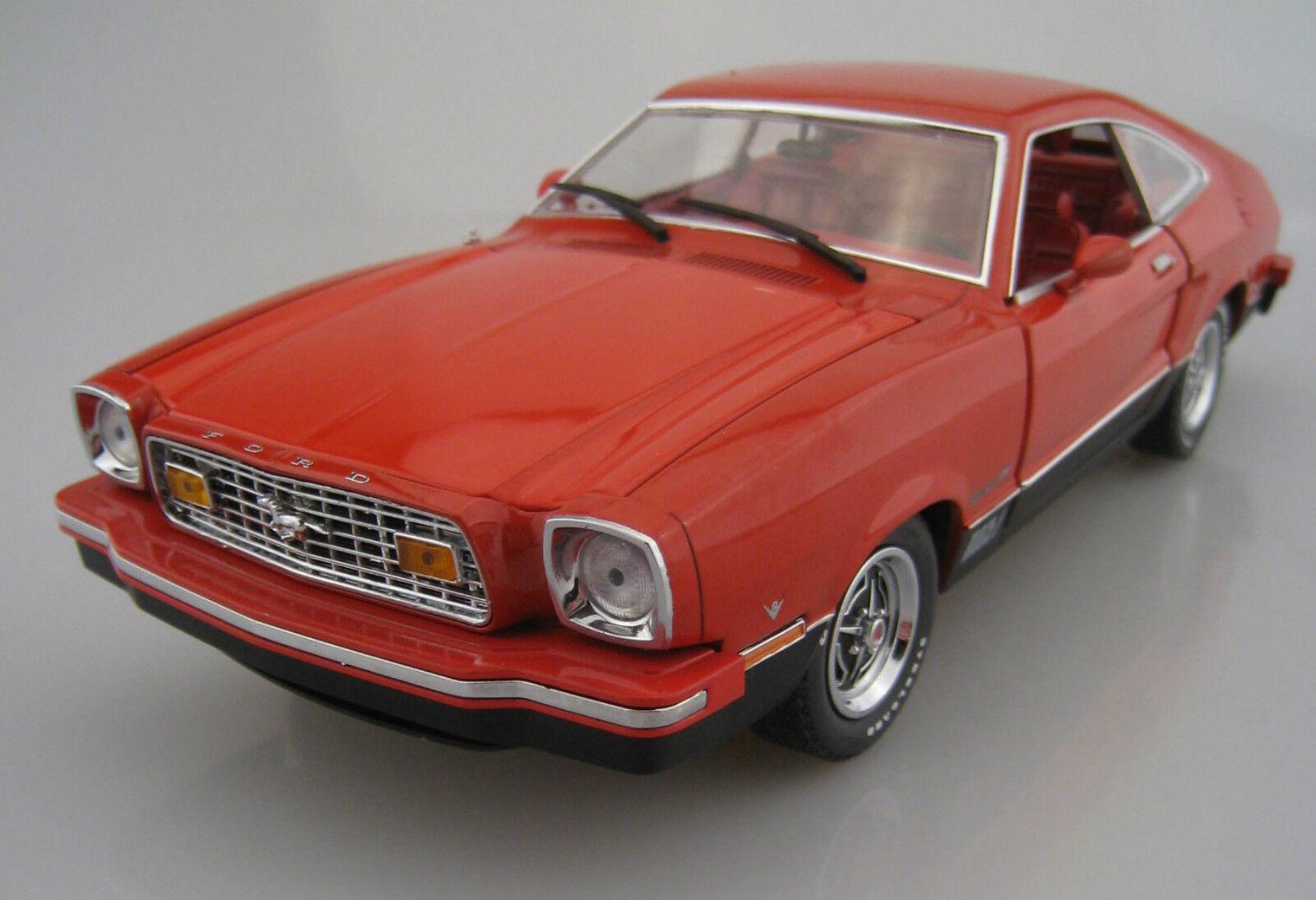 Ford Mustang II Mach 1 vertlight Limitée 1 18 neuf dans sa boîte