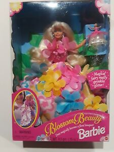 1996-Mattel-Blossom-Beauty-Barbie-Dress-Becomes-a-Floral-Bouquet-17032-glitter