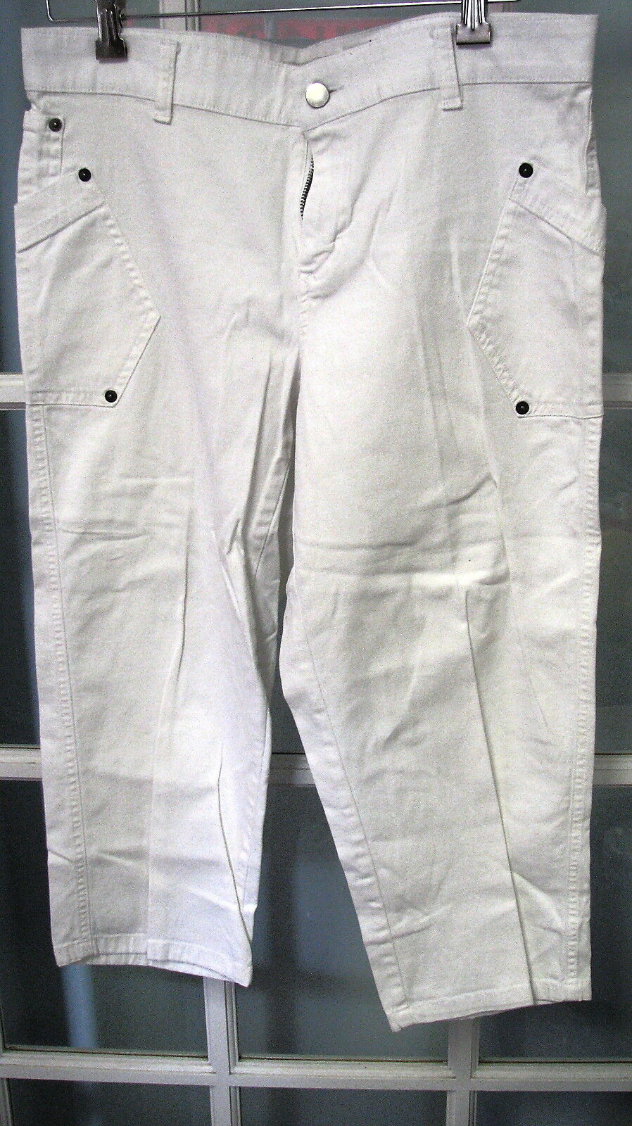 Covington white ladies capris size 10 womens  stretch cotton NWOT pants Medium