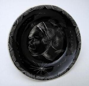 SIGNED-VANDE-AUSTRALIAN-POTTERY-HAND-PAINTED-ABORIGINAL-DESIGN-DISH